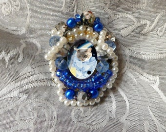 baroque Medallion brooch: cat costume with Pierrot