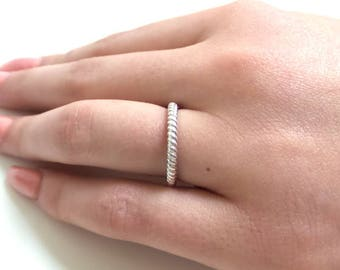Twisted Rope Ring 2.5mm/ 14k Gold Simple Gold Ring/ Dainty Gold Ring/ Simple Wedding Band/ Gold Promise Ring/ Gold Stackable Ring/Minimalist