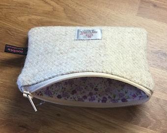 Oatmeal Harris Tweed coin purse, zipped coin pouch, change purse, friend gift, secret santa, stocking filler, little purse, change purse