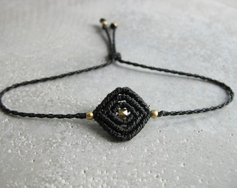 Black Geometric String Bracelet . Braided Dainty Macrame Jewelry . Friendship Bracelet . Fiber Jewellery . Design by .. raïz ..