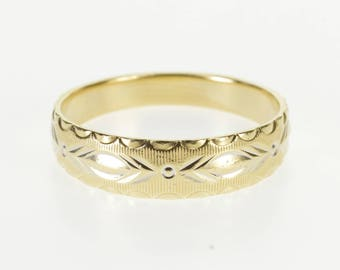 14k Scalloped Trim Grooved Patterned Graduated Band Ring Gold