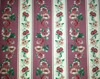 Vintage 1960s in pink bottom and multicolor flowers quilt fabric in cotton.