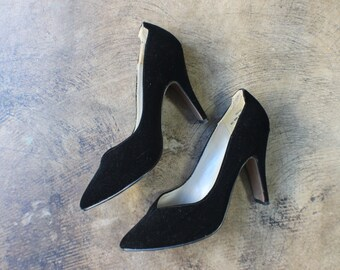 7 1/2 to 8 Black Velvet Heels / Sculptural Pumps / Women's Vintage Dress Shoes
