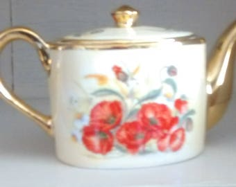 Ayshford fine bone china teapot- too small for a cup of tea- as it is only 4 x 5 inches !!!