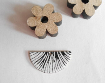 x 2 sequins glazed half moon black and white 30 x 15 mm