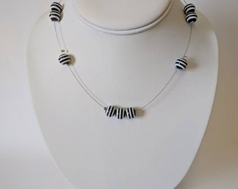 Black and white round beaded necklace -Set