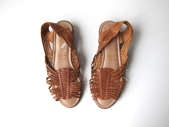 Brown Leather Huaraches 80s Slip On Moccasins Boho Sandals Vintage Summer Peep Toe Flats Woven Sandals Hippie Womens size 9.5 / 10