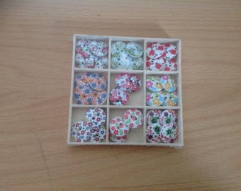 Box of 36 wooden buttons