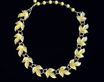 Vintage CORO yellow enamel leaves adjustable necklace in gold tone - Antique jewelry - Unique gift - Resell