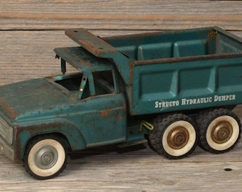 """Vintage Toy Dump Truck, """"STRUCTO HYDRAULIC DUMPER"""": Made of Heavy Metal, with 8 independent wheels."""
