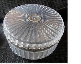 Terrific Vintage Clear Lucite Powder Box with Gold Filigree Trim (1613)