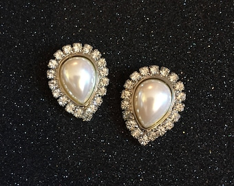 Beautiful Pair Of Vintage Faux Pearl And Sparkling Rhinestone Shoe Clips