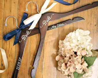Personalized Vinyl Bridal Hanger, Bridesmaid Hangers, Bride Hanger, Mrs Hanger, Wedding Hangers, Custom Hangers