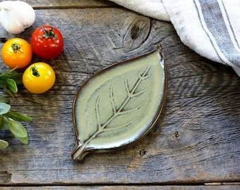 Leaf plate – Ceramic leaf shaped plate & spoon rest, Ring dish, Pottery, Stoneware, Handmade, Slab rolled