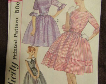 1950s Ladies SIMPLICITY Teen and Junior One-Piece DRESS Pattern Size 15