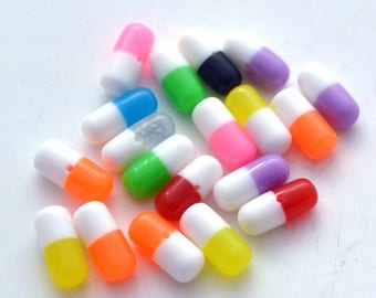 50 Pcs Colorful Pill Capsules Beads assorted resin cabs Kitsch Medical Medicine Crafts CP42617
