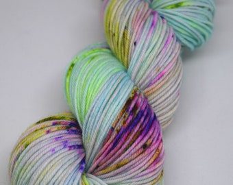 hand dyed yarn, hand painted yarn, handpainted yarn, superwash merino yarn, kettle dyed yarn, dk, speckle dyed yarn, speckles, speckled