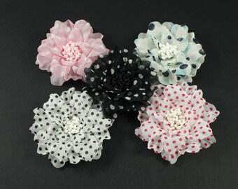 Set of 5 large flowers assorted colors 8cm diameter.