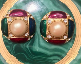Vintage faux pearl and enamel beauties.... so chic