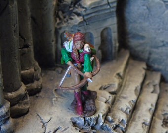 D&D Miniature, Handpainted Plastic Female Elf Ranger Rogue Dungeons and Dragons, Pathfinder, Tabletop Roleplaying Reaper Mini
