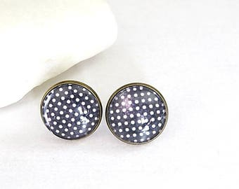 Cabochon Stud Earrings black and white