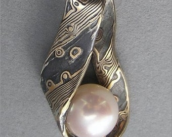 Cultured pearl and 22 kt yellow gold and sterling silver Mokume-gane pendant