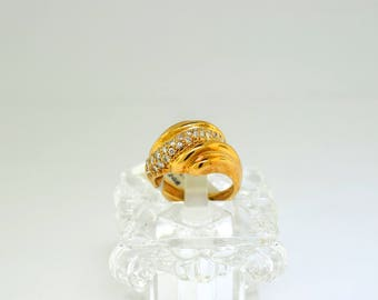 18k Gold And Diamond Ring. Size 4 3/4
