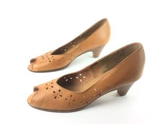 Vintage sandals, size 8, peeptoe shoes, tan sandal,  Brown sandals, dressy sandal, high heel sandals, leather sandals, open toe shoes