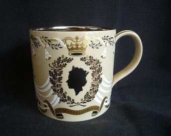 Richard Guyatt - Wedgwood-HM Queen Elizabeth 25th Wedding Anniversary Mug/Tankard