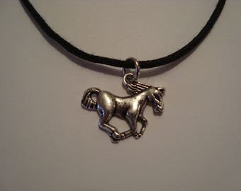 Pendant Necklace in silver galloping horse