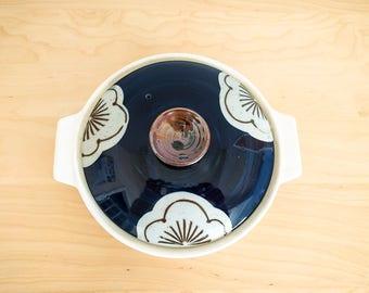 MCM / OTAGIRI Original / SURRYSTONE / Stoneware / Covered Casserole / cobalt blue / flower / mid mod pattern / 70s / serving dish