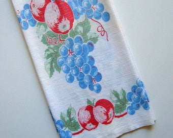 Vintage Mid Century Kitchen Towel - 1960's, Blue grapes, Red peaches, Green leaves, Retro colors, Housewares, Home décor, Tea towel, Kitchen