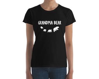 Grandma Bear 3 Bear Cubs - Grandma Of 3 Grandkids Women's short sleeve t-shirt