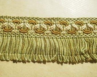 Hübsche Streifen hat Fransen, in Kunststoff, in den Farben Ecru, grün und gold, Breite 4 cm