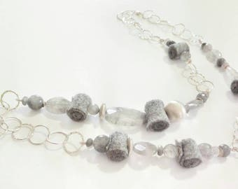 Long necklace in grey quartz and felt