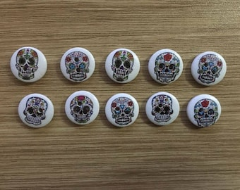 Set of 10 wooden 15mm skull buttons