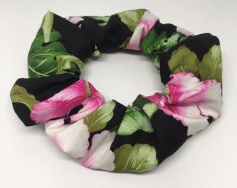 Hibiscus flowers, elastic hair tie.
