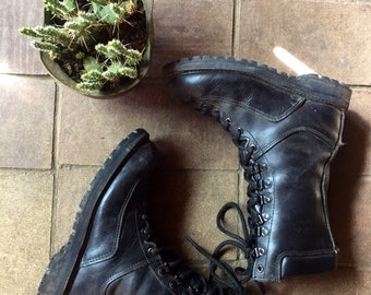 Size 7 womens combat boots//all leather fleece lined black vintage work boots