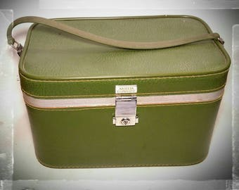 Vintage Amelia Earhart Luggage Train Case / Overnight Makeup Case /Baltimore Luggage with Makeup Mirror / Storage Box/Cosmetic Case/ F1664