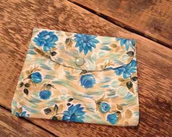 Original 1970's Vintage Blue Rose Pattern Cosmetic purse - Good condition