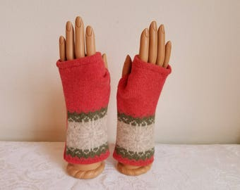 Wristband Design Fingerless Gloves in Coral and Cream Lambswool
