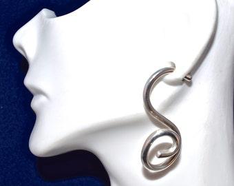 3D 10 Gauge Swirly Q Earrings