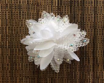 Rhinestoned White Flower Hair Accessory