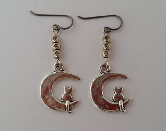 Cat Earrings Pet Mom Gift Cat on Moon Cat Lover Earrings Cat Lady Hypoallergenic Niobium Earrings for Sensitive Ears Mothers Day Gift