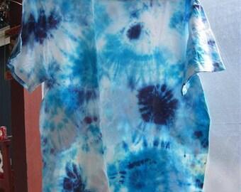 """Tiedye """"The Blues"""" T-shirt...size LG (42/44)...56"""