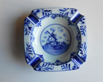 Vintage blue Delft ashtray, hand painted dutch ashtray, collectible blue and white windmill made in Holland  Delft blauw handpainted 673