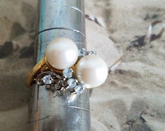 Beautiful faux pearl ring in a 14 GE gold setting with cz stones surrounding the pearls