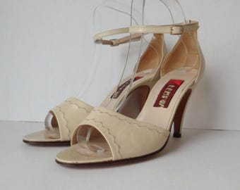 Beige 80s Vintage High Heeled Sandals With Ankle Strap // Ferian // Leather // Size 39