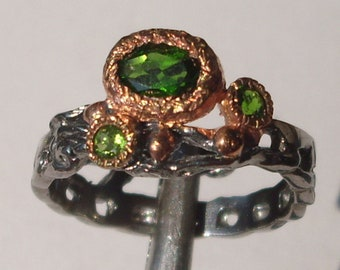 Ring with chrome diopside and Sterling Silver