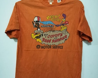 Rare coyote and road runner t-shirt M size